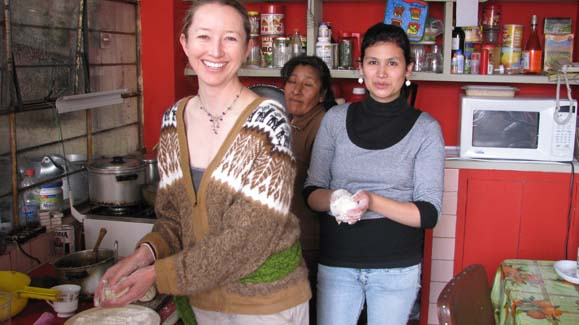 Professor Alex Carroll cooking with Peruvian hosts