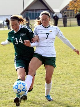 Jessica Lusardi battles for the ball.