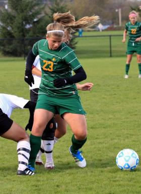 Kim Rietveld battles for the ball.