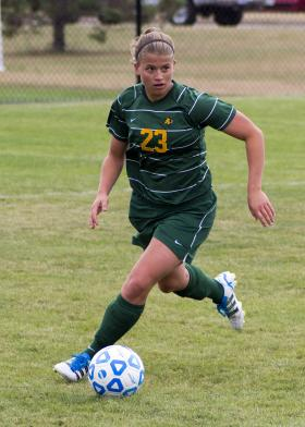Kim Rietveld carries the ball upfield.
